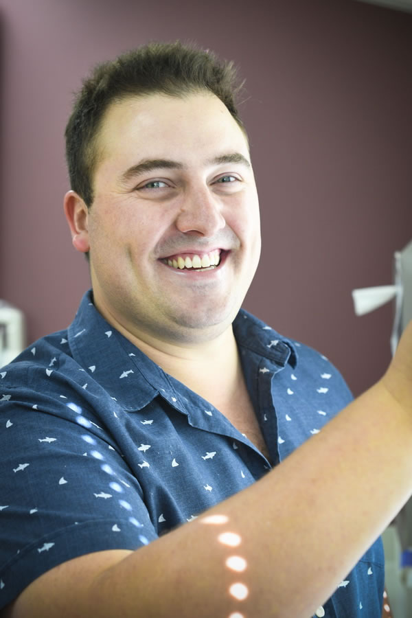 Esperance Dentist - Dr Angus Dinnison (BSDc)